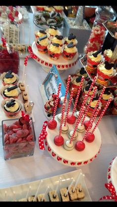 Sweet Candy Bar -Cupcakes Cakepops Cookies -chocolate pretzels - strawberries - Minnie Mouse theme Minnie Mouse Theme, Pretzels, Cakepops, Chocolate Cookies, Strawberries, Birthday Candles, Birthday Parties, Cupcakes, Candy