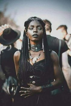 Queen Akasha vibes. Love the aesthetic
