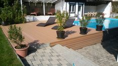 Der Urlaub Zuhause kann so schön sein! Poolverbauung mit Eco Deck FineLine in Walnuss. #Terrasse mit Pool #poolverbauung Deck, Patio, Facebook Pinterest, Beautiful, Outdoor Decor, Design, Twitter, Home Decor, Google