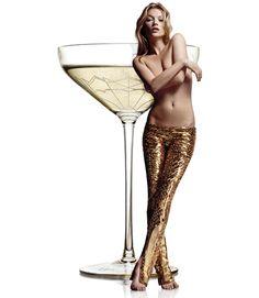 ケイトモスの左乳の形をしたグラス。デザイン的な美しさではなく、違った要素で「美しい」デザインを目指そうとしたケーススタディ。
