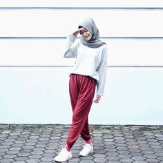 "2,173 Likes, 19 Comments - Sari Endah Pratiwi (@saritiw) on Instagram: ""Zilau pake z . Wearing pants from @celanakaos ✨"""
