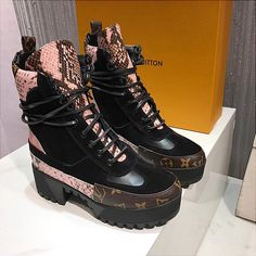 Louis Vuitton Boots, Cute Shoes, Bella, Hiking Boots, Kicks, Baby, Stuff To Buy, Fashion, Shoes