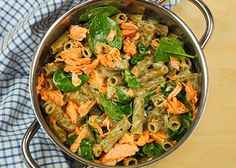 Yhden kattilan savulohipasta (2-3 annosta), valmistusaika alle 30 min. Japchae, Nom Nom, Pasta, Ethnic Recipes, Food, Essen, Meals, Yemek, Eten