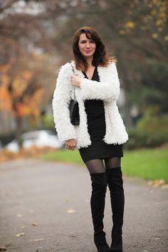 manteau en fausse fourrure / laine, petite robe noire All Saints, cuissardes noires, sac Chanel 2.55