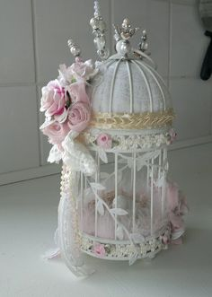 Creative shabby chic decor, quite super spectacular pin demo to try, study this chic post reference 3474268005 immediately. Rosa Shabby Chic, Estilo Shabby Chic, Shabby Chic Style, Shabby Chic Flowers, Shabby Chic Crafts, Shabby Chic Homes, Manualidades Shabby Chic, Bird Cage Centerpiece, Shaby Chic