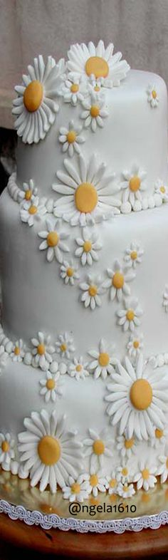 Cascading Bouquets, Cascade Bouquet, Daisy Cakes, Cake Decorating, Wedding Cakes, Parties, Yellow, Flowers, Wedding Gown Cakes