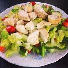 Clean eating no carb meal- chicken on a bed of mixed veggies with oil and vinegar dressing
