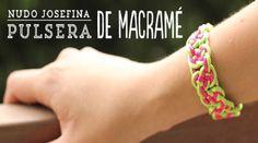 """En este video tutorial aprenderás paso a paso a elaborar una pulsera macramé con el nudo """"Josefina"""" de Macramé. Perfecta para regalar a tus amigas."""