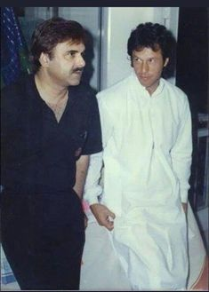PM Imran Khan and PTI Leaders shared their heartfelt messages on the demise of Naeem Ul Haq - infotainment Imran Khan Pic, Imran Khan Pakistan, Pakistan Photos, Pakistan News, Imran Khan Cricketer, Reham Khan, Nawaz Sharif, The Legend Of Heroes, Urdu News