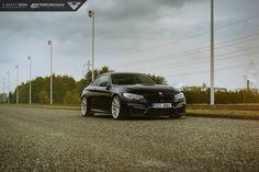 BMW M4 ziet er goed uit op Vorsteiner Wheels