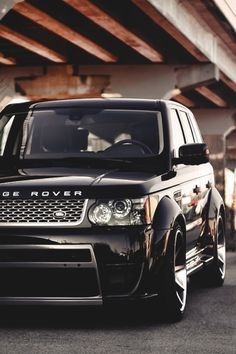 ":: Range Rover :: I would love to drive this and as I am only 5'4"" I would look so cool behind the wheel. Love it! Xxx"