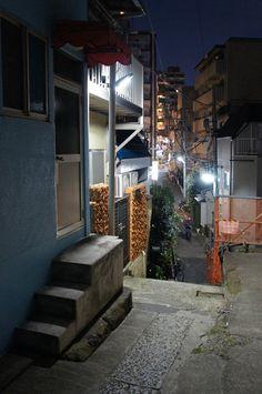 夜散歩のススメ「荒木町階段路地」東京都新宿区