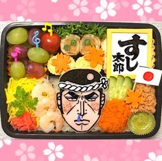 """いまインスタグラムで活躍するオベンタグラマーの中でも話題のママさん""""まこつさん""""をご存知ですか?まこつさんが作る旦那さんへの愛妻弁当は、どれもが個性的でおもしろいんです。キャラ弁の常識をぶち破る、超猟奇的なお弁当アイディアをご覧ください。 (2ページ目) Japanese Lunch Box, Bento Box Lunch, Creative Food, Food Art, Food And Drink, Kawaii, Fancy, Cooking, Instagram"""
