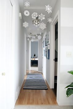 10 Times Paper Snowflake Decorations Actually Looked Pretty Fancy. A pretty hang… 10 Times Paper Snowflake Decorations Actually Looked Pretty Fancy. A pretty hanging hallway display crafted by I Heart Organizing. Noel Christmas, Christmas 2019, All Things Christmas, Winter Christmas, Christmas Ornaments, Christmas Hallway, How To Decorate For Christmas, Winter Snow, Christmas Lights