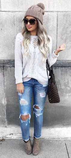404fdac3730 Here are 40 Stylish Winter Outfit ideas.These are the trends of this Winter  and every girl should have these Outfits. Winter Outfits for winter style.