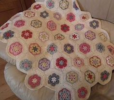 African flower crochet blanket - sweet!