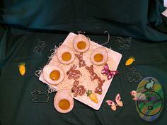 Die Plätzchen bestehen aus einem sehr feinen und zarten Mürbeteig und werden mit Marmelade gefüllt oder mit Schokolade bestrichen. Jeder so wie er es am liebsten mag ;-)