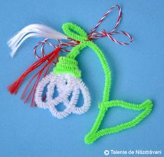 Ghiocel din fire chenille 8 Martie, Diy And Crafts, Arts And Crafts, Pipe Cleaner Crafts, Diy Pipe, Christmas Crafts For Kids, Spring Crafts, Quilling, Origami