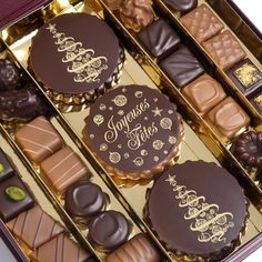 Chocolats de noël Chocolate World, Chocolate Dreams, Chocolate Sweets, I Love Chocolate, Chocolate Heaven, Chocolate Shop, Chocolate Gifts, Chocolate Coffee, Homemade Chocolate
