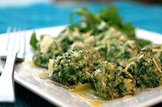 Lecker, lecker, lecker! Kann ich sehr empfehlen... heute gegessen...fabelhaft, werden wir sicher nicht das letzte Mal gemacht haben :o)    http://www.fresh365online.com/recipes/2011/2/15/ricotta-spinach-gnocchi.html