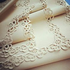 Knitting How does it work? The history of knitting dates back to very, very old times. Almost all of the knitting ladies are curious. Crochet Lace Edging, Crochet Cardigan Pattern, Crochet Borders, Crochet Doilies, Easy Knitting Patterns, Crochet Patterns, Crochet Home, Knit Crochet, Fillet Crochet