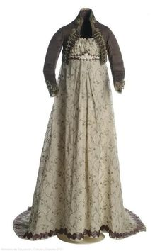 Dress and Spencer. 1800s. Museo del Traje
