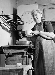 In the week when we marked 125 years since the birth of Agatha Christie, how much did you know about her mysterious disappearance in Agatha Christie, Ted Bessell, Fool Quotes, Mystery Genre, Miss Marple, Hercule Poirot, Easy Entertaining, Know The Truth, Book Authors