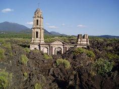 Mexican church buried by lava : San Juan Parangaricutiro