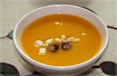 호박죽(hobakjuk) / Pumpkin Porridge  Sweet, mellow porridge made with pumpkin and sticky rice flour. Beans or glutinous rice balls may also be added.