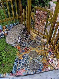 Decoración Camino con piedras de colores3.: