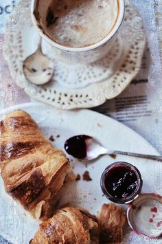 Slow breakfast with cappucino and croisans