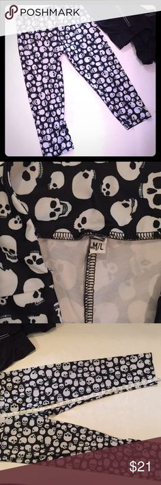 Onzie Skull Crops Onzie Skull Crops. Size M/L. Great for yoga. Good condition. Onzie Pants Leggings