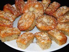 Ouh ça c'est bon! Et joli. Et tout. J'adore les cakes financiers. D'ailleurs, j'en ai déjà une recette sur ce blog que je viens du coup de rééditer. Mais là je me suis dit, tiens, pour les 4 heures ce dimanche, et si on en dégustait par bouchées. Miam... Pretzel Bites, Bagel, Macarons, French Toast, Bread, Cookies, Breakfast, Dit, Puddings