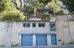 Rent the guesthouse over Thelma Todd's (death) garage.