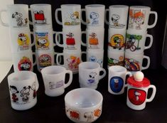 Vintage Fire King Mugs Snoopy Red Baron, PEANUTS GANG near perfect Lot Of 24