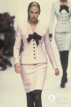 Find out more on Europeana Chanel Fashion, 90s Fashion, Runway Fashion, Fashion Brands, High Fashion, Fashion Show, Vintage Fashion, Womens Fashion, Fashion Design