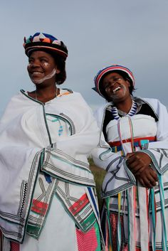 Our village bus stop makes me happy Xhosa Attire, African Attire, African Beauty, African Fashion, African Style, South African Traditional Dresses, South African Weddings, Bus Stop, My People