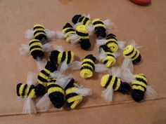 bees made from pipe cleaners