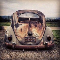 Charming old Bug Volkswagen Karmann Ghia, Volkswagen Thing, Vw Bugs, Carros Retro, Vw Rat Rod, Old Bug, Automobile, Old Vintage Cars, Rusty Cars