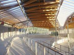 Dans les hauteurs de Revin (Ardennes), le lycée polyvalent Jean-Moulin accueille ses élèves dans ses nouveaux murs, conçus par l'agence d'architecture Duncan Lewis.  Agora