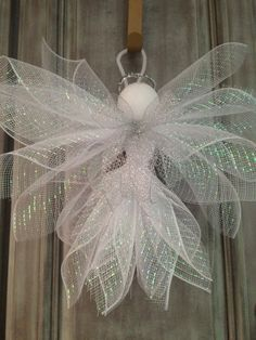 Angel made with Deco Mesh. Very easy, check u Tube for a tutorial.