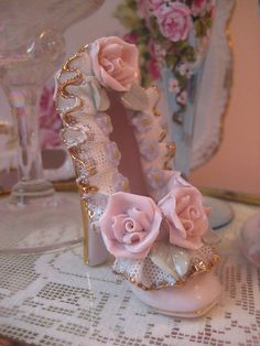 Shabby Chic, Flea Markets, Cooking, Spending Romantic Time with My Hubby, Re-purposing. Style Shabby Chic, Chabby Chic, Shabby Chic Crafts, Vintage Shabby Chic, Vintage Beauty, Shabby Chic Decor, Vintage Lace, Romantic Cottage, Shabby Chic Cottage