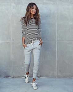 For a comfortable lounge outfit, wear joggers with a striped tshirt and sneakers like Julie Sarinana. This look is achievable and affordable, we love it! Brands not specified.