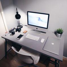 10 DIY Computer Desk Ideas for Home Office - Interior Pedia Imac Desk, Workspace Desk, Desk Setup, Room Setup, Imac Setup, Gaming Setup, Office Desks, Home Office Setup, Home Office Design
