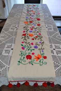 Camino de mesa bordado a mano - comprar online