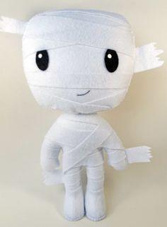Múmia confeccionada em feltro.  Produto artesanal, feito à mão.    Aproximadamente 30 cm de altura.  Fica em pé sozinho, sem auxílio de suporte.    Ideal para decoração de festas infantis.