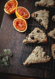 Orange, Cranberry and Quinoa Scones- recipe not in english but can be translated Healthy Scones, Healthy Breakfast Snacks, Breakfast Recipes, Breakfast Club, Food C, Love Food, Turnover Recipes, Cranberry Scones, Desserts With Biscuits