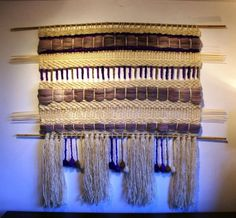 telar decorativo de Telaresytapices Weaving Art, Loom Weaving, Textiles, Woven Wall Hanging, Wall Tapestry, Creations, Curtains, Sewing, Diy