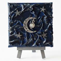 Silver crescent (Ezüst félhold) - 10 x 10 cm (10 x 14 cm), 2018 #paverpol #textile #textil #acrylic #akril #vivienholl #stars #csillagok #hold #moon #crescent Minion, Techno, Africa, Minions, Techno Music
