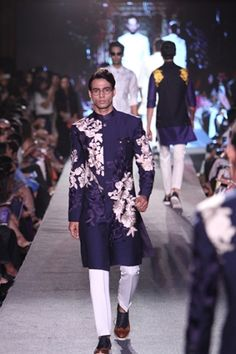 Manish Malhotra. LFW S/R 15'. Indian Couture. African Dress, Indian Dresses, Indian Outfits, Indian Men Fashion, African Fashion, Male Fashion, Indian Groom Wear, Indian Wear, Manish Malhotra Collection
